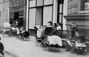 Lines of women with baby carriages waiting in line outside of Margaret Sanger's clinic waiting to be seen.